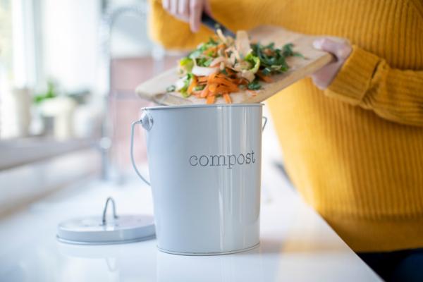 indoor compost bin3